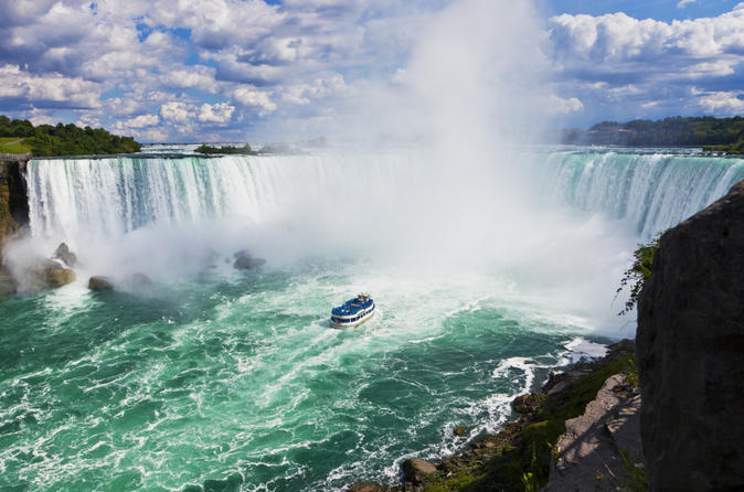niagara-falls-canadian-side-tour-and-maid-of-the-mist-boat-ride-in-niagara-falls-150588